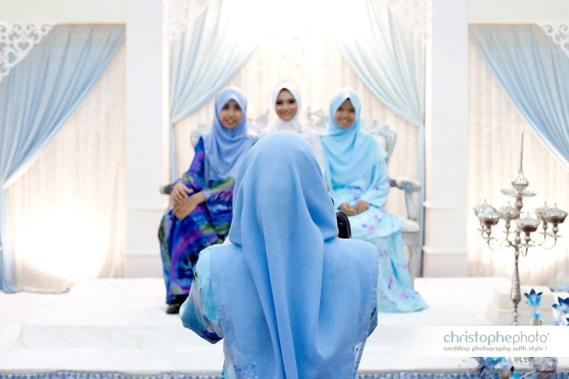 Muslim wedding reception in Ipoh documented by Wedding Photographer Malaysia. The geometry of the bright blue works well here.