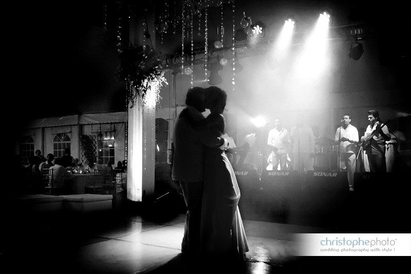 The first dance at the wedding in Colombia. Live band always makes a big difference to optimize the party.